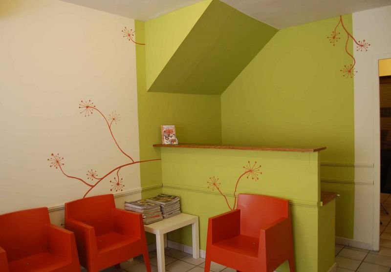 Un cabinet de pediatrie o l on se sent bien atelier mur 39 mur for Quelle couleur pour un bureau