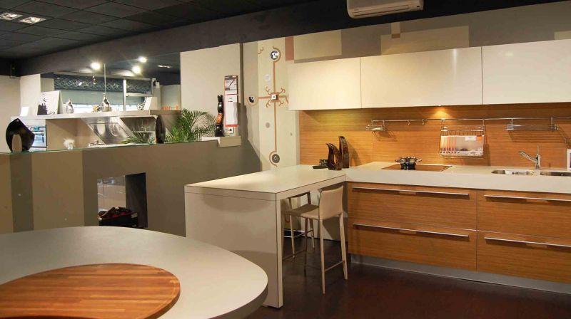 horloge contemporaine pour une cuisine haut de gamme atelier mur 39 mur. Black Bedroom Furniture Sets. Home Design Ideas