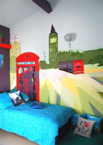 chambreenfantfillelondrecabinetelephoniquebusbigbengraphismepopcolor2.jpg