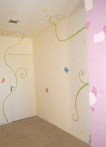 chambre-fille-papillon-chateau-rose-217x300